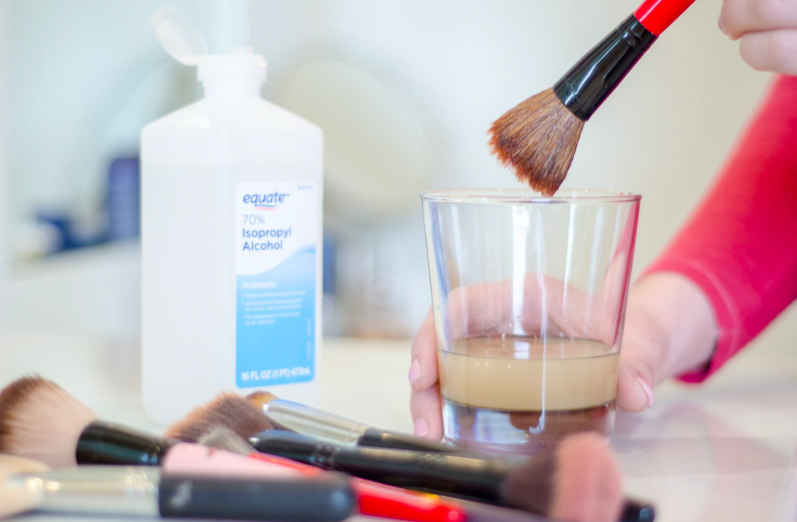 makeup brushes cleaning process